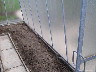 Půda ve skleníku